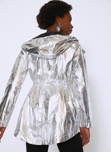 Quzu Yağmurluk Gümüş